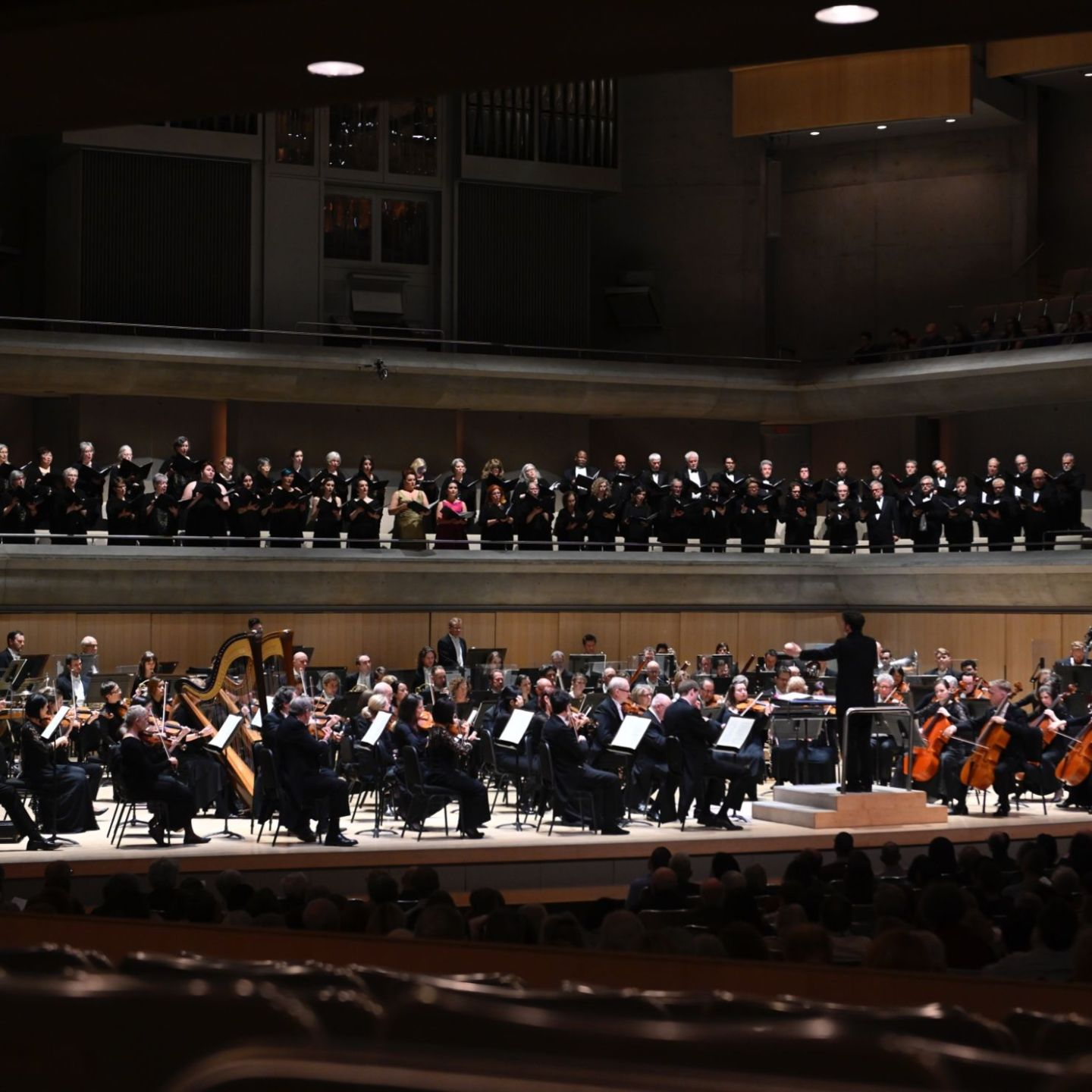 The Toronto Symphony Orchestra, the Amadeus Choir, the Elmer Iseler Singers and maestro Matthew Halls perform Mahler's Resurrection Symphony, 2019. Photo: Jag Gundu.