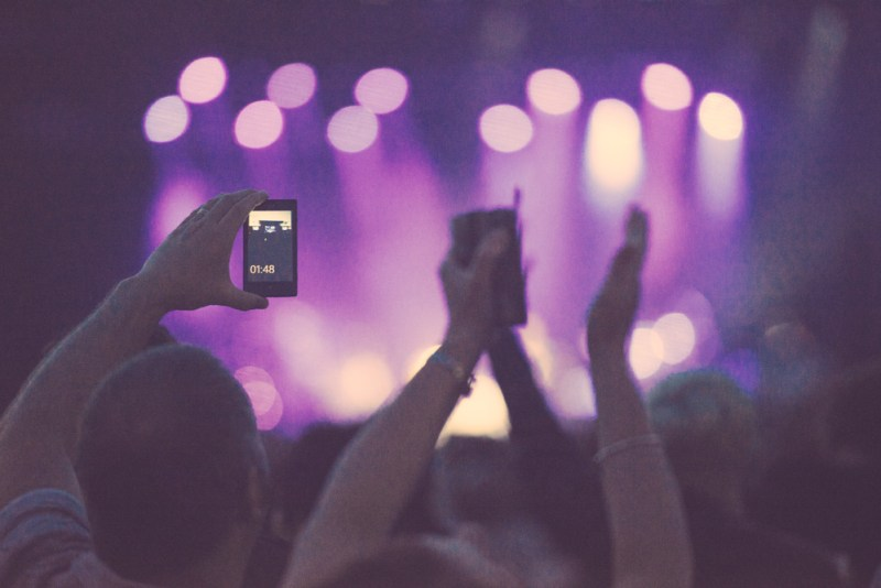 6 Awesome Ways To Use Live Video-Streaming Apps!