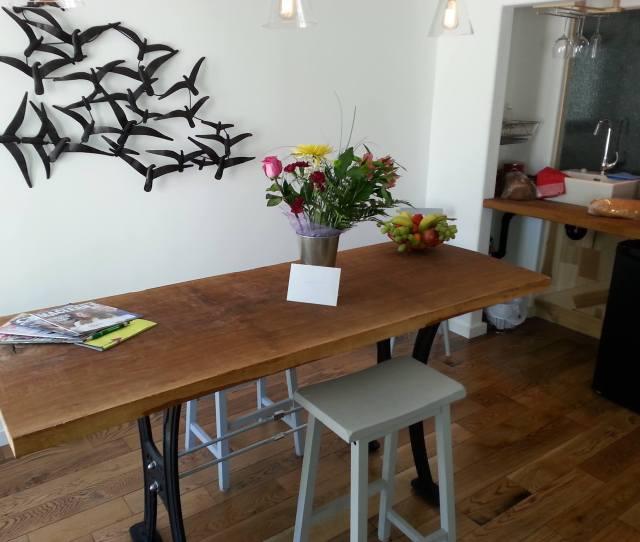 R Wee Inn Table