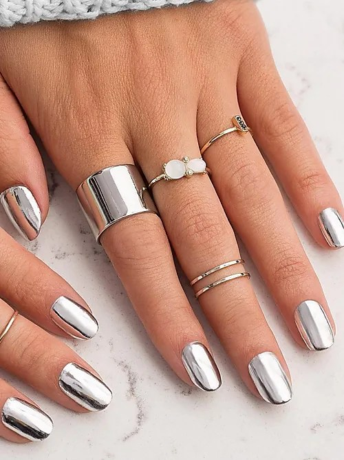 Chrome Nails: 2017's Biggest Nail Trend