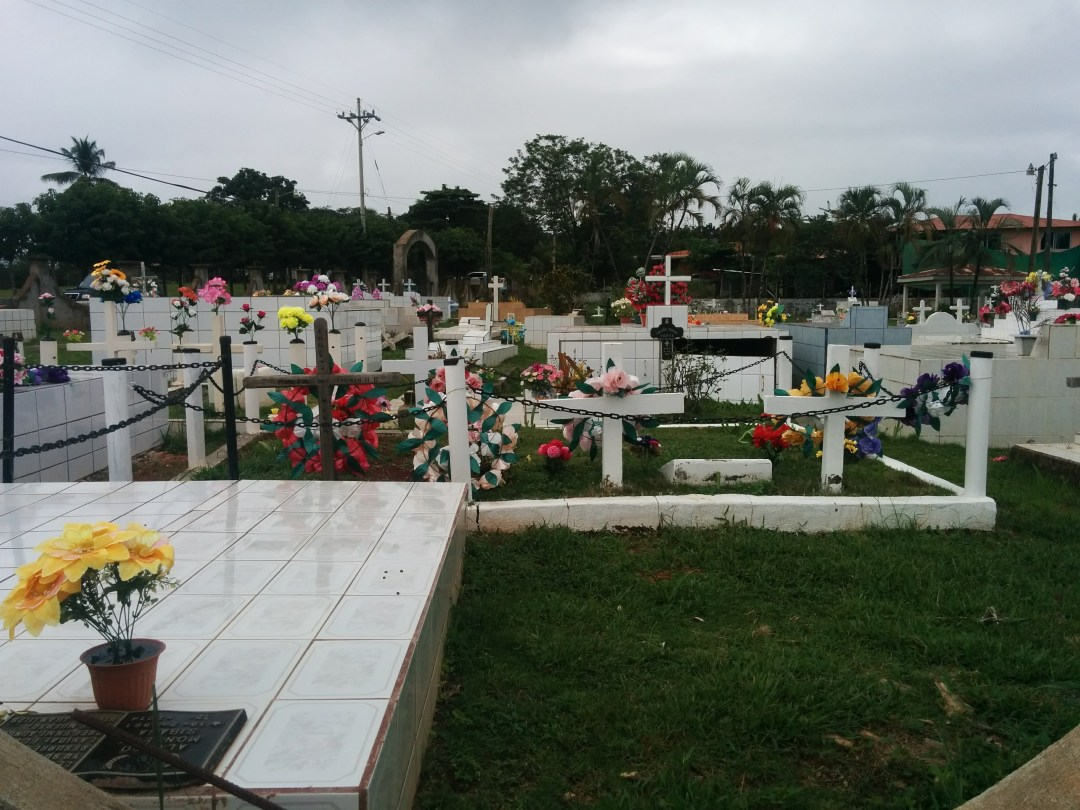 Costa Rican cemeteries seem well cared for