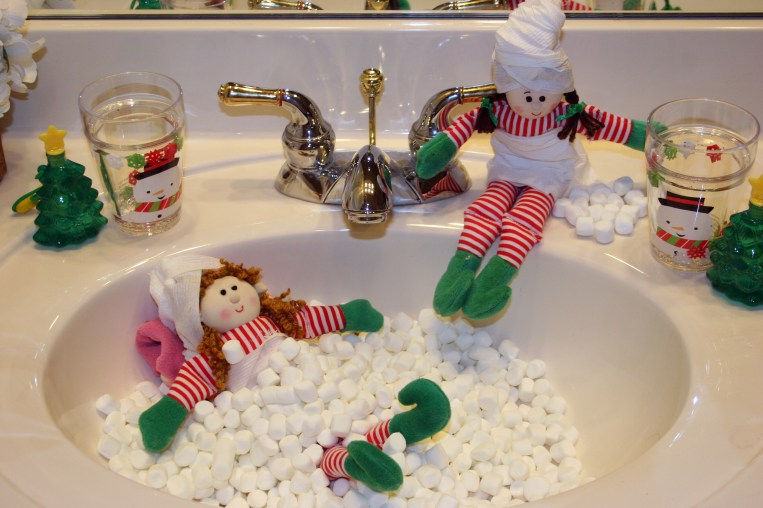 These elves turned the sink into an Elf Spa