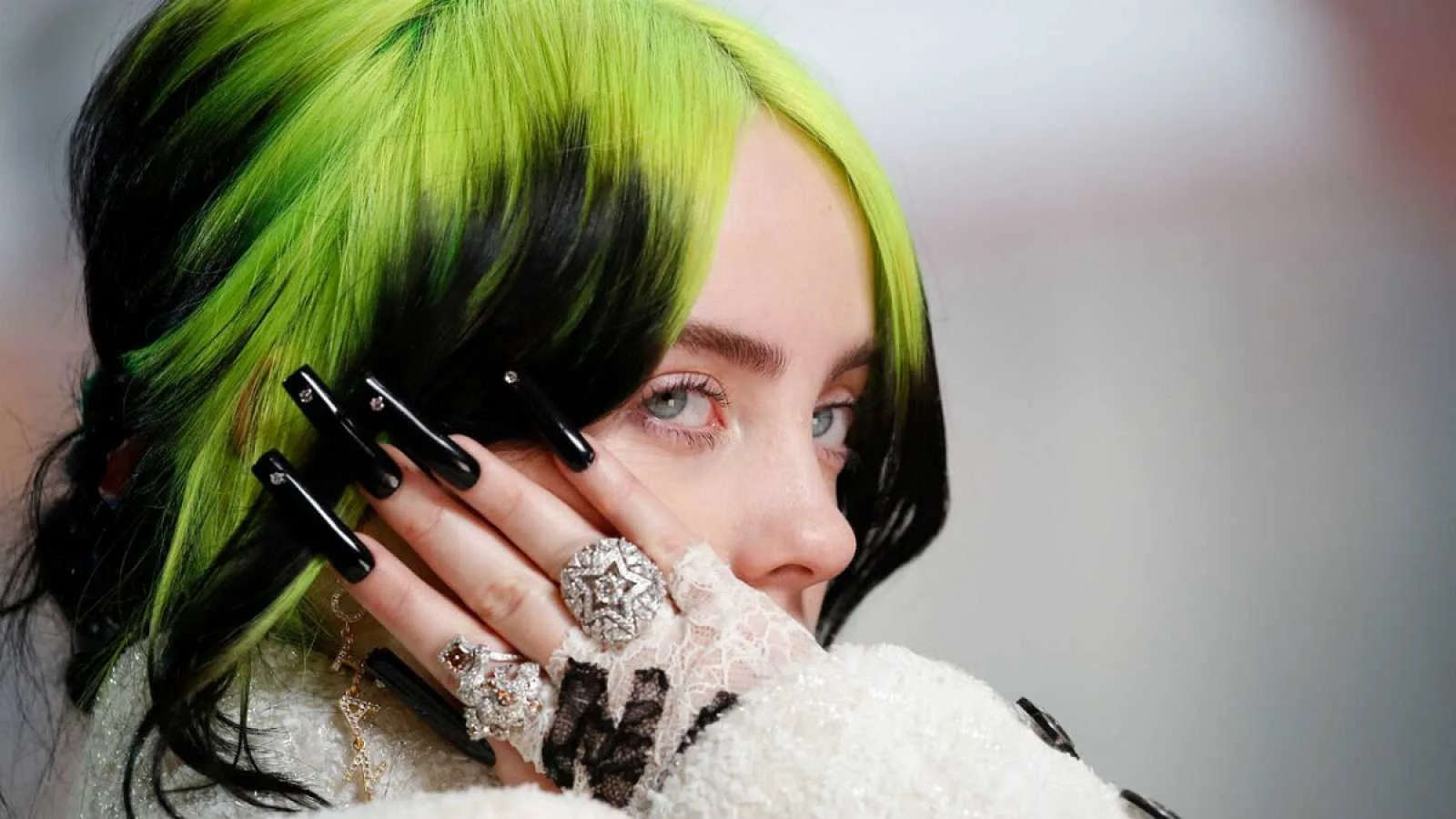 "Billie Eilish interpreta ""Yesterday"" de The Beatles en la entrega de los Premios Oscar"