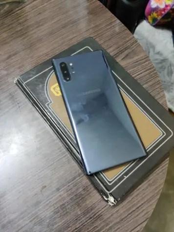 Fingerprint smudges on Samsung Galaxy Note 10 Plus