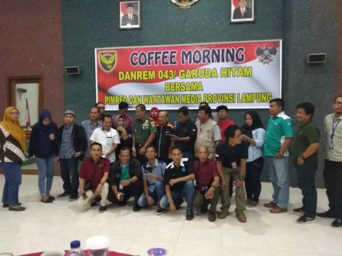Danrem 043/Gatam Kolonel Inf Taufik Hanafi Bersama Insan Media Gelar Coffee Morning