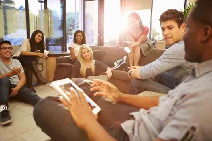 Ini Dia Tips Memulai Percakapan yang Baik Saat Networking