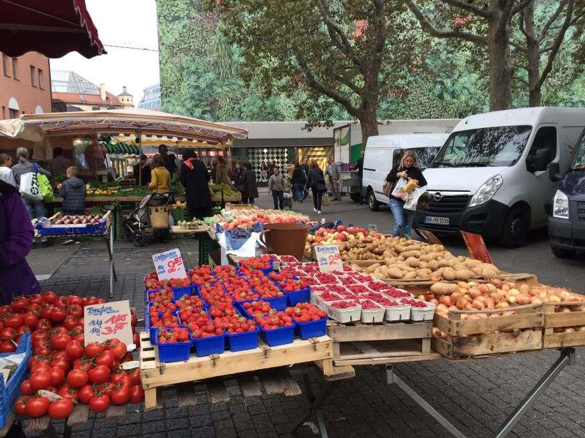 Frutta e verdura al mercato comunale