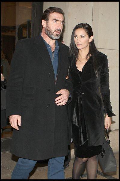 Rachida brakni et son mari eric cantona font le une du dernier numéro du. Eric Cantona Comment Avait Il Rencontre Sa Femme Rachida Brakni Opera News