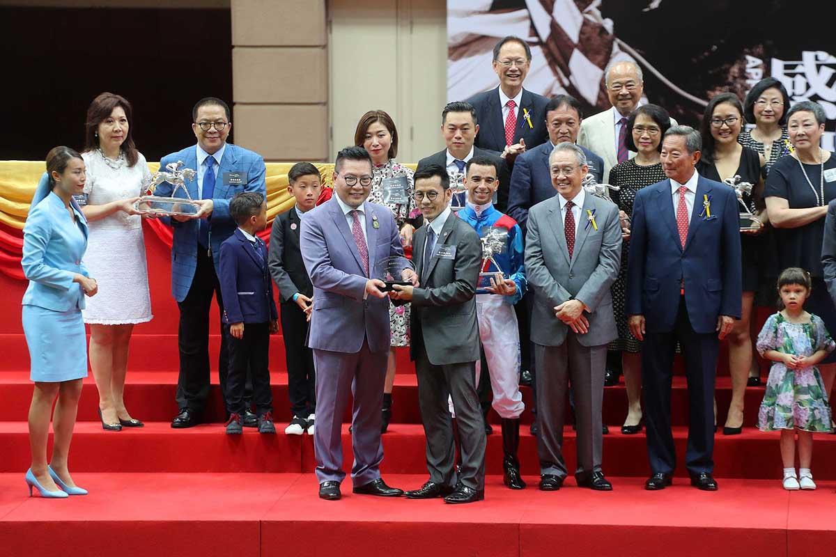 2016/17馬季煞科日圖輯 – 賽馬新聞 – 香港賽馬會