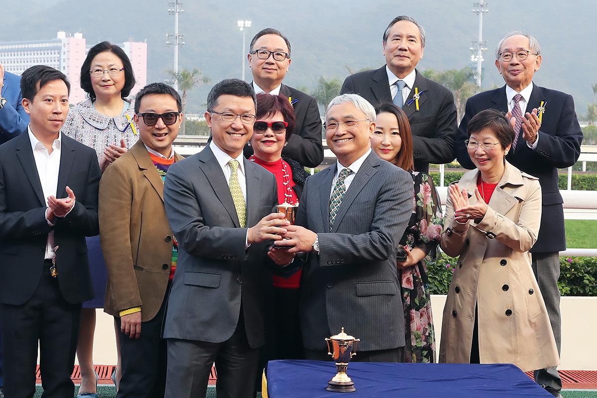 華商會挑戰盃圖輯 – 賽馬新聞 – 香港賽馬會