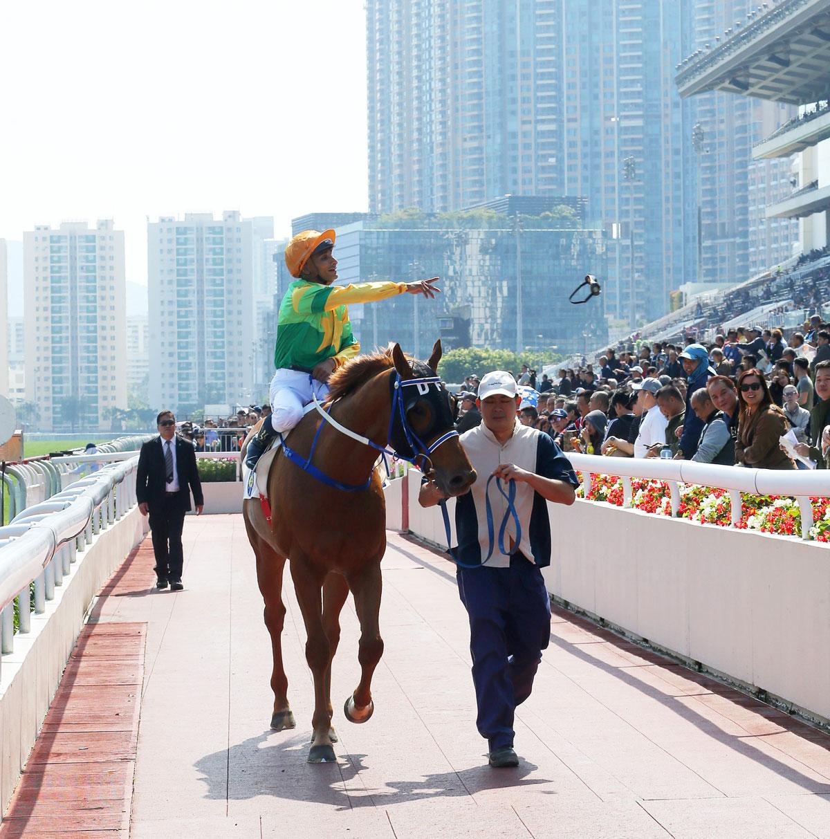 「華恩庭」攻下新加坡賽馬公會錦標 – 賽馬新聞 – 香港賽馬會
