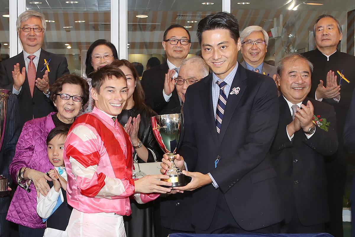 其士盃圖輯 – 賽馬新聞 – 香港賽馬會