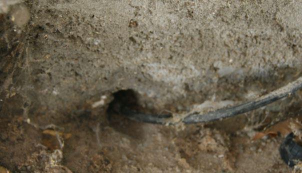 Trou dans le mur de mon garage pour l'arrivé cuivre et fibre