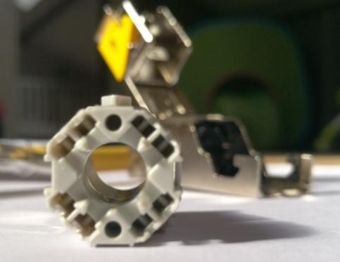 Legrand Connecteur 6A LCS3 avec un Epanouisseur Rond