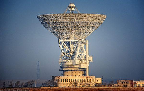 Antenne de 70 m de diamètre à Evpatoria en Crimée