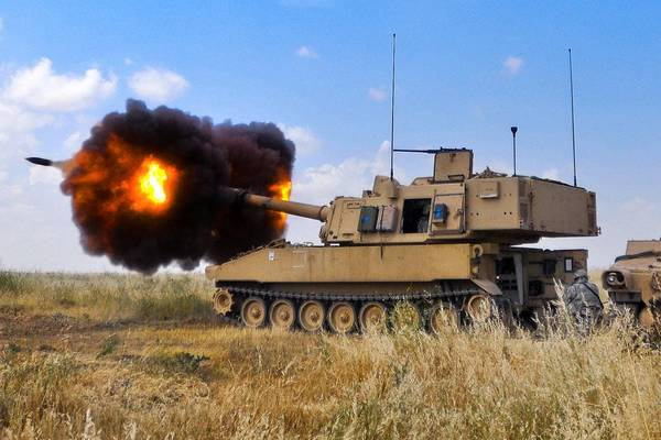 M109A6_Paladin_Howitzer_by_MilitaryPhotos