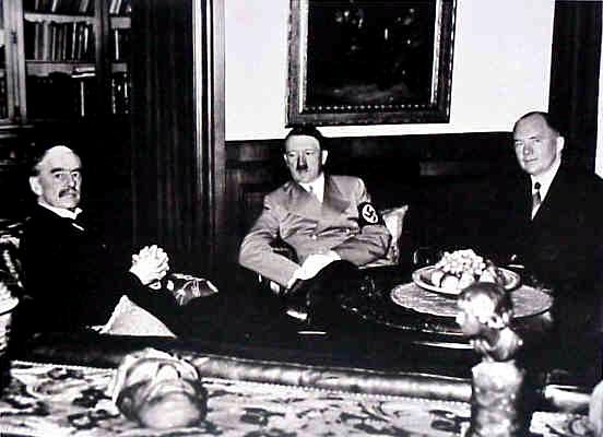 Neville Chamberlain et Edouard Daladier avec Adolf Hitler Conférence de Munich, 1938