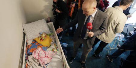 Des charognards (journalistes) fouillent la chambre du bébé de Tashfeen Malik et Syed Farook
