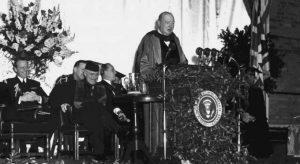 L'ancien PM Britannique d'alors W.Churchill prononçant son fameux discours «rideau de fer» à Fulton, Mars 5, 1946