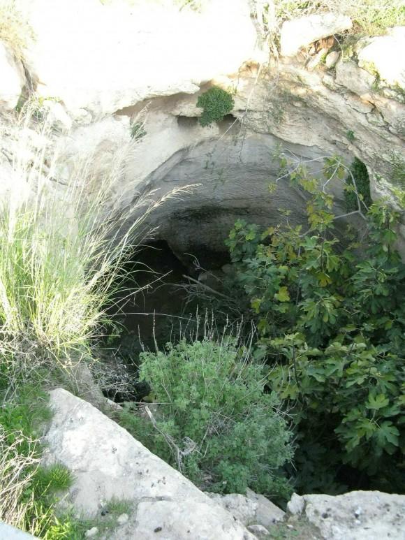 Une entrée du souterrain d'Hurvat Burgin dans la réserve naturelle Adullam Grove en Israël (Courtesy of Alexander Koltypin)