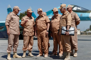 Le Ministre russe de la défense Sergueï Choïgou visite la base aérienne russe de Hmeimim dans la province syrienne de Lattaquia, en juin 2016 – Photo AFP