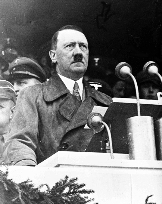Le chancelier allemand Adolf Hitler lors de son allocution devant 80 000 travailleurs dans le Lustgarten, à Berlin, le 1er mai 1936, dans le cadre des célébrations du 1er mai.