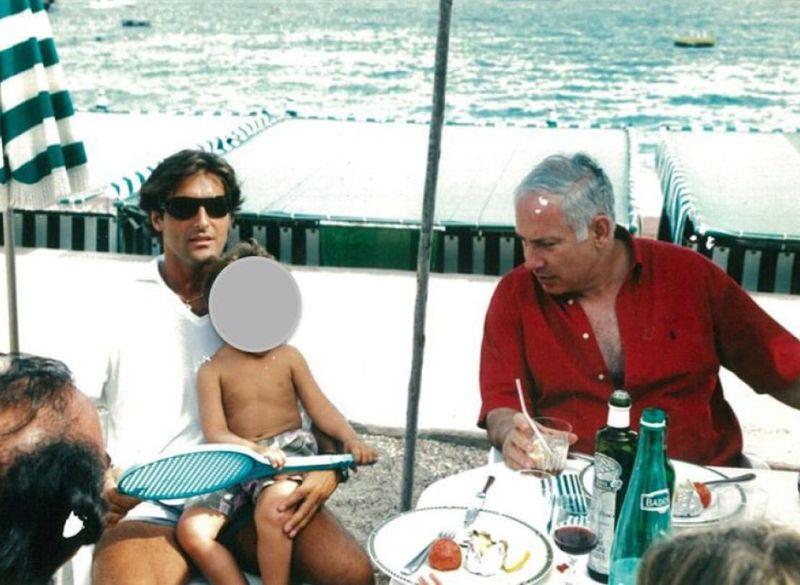 Benjamin Netanyahou en août 2003 à Monaco, en compagnie d'Arnaud Mimran