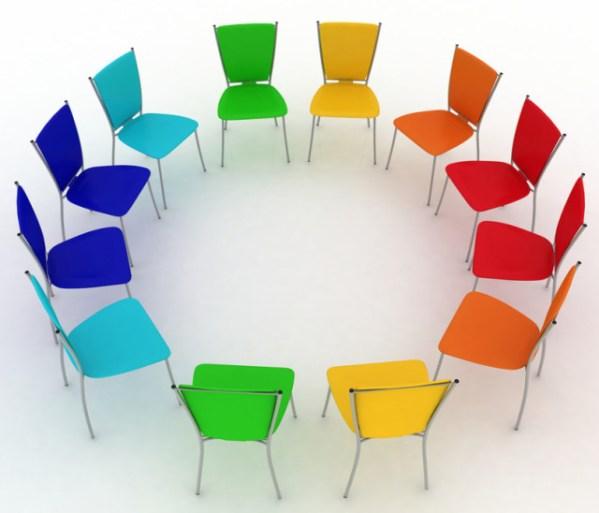 Figure 2. Cercle de chaises arrangé pour jeu de chaises musicales. Source.