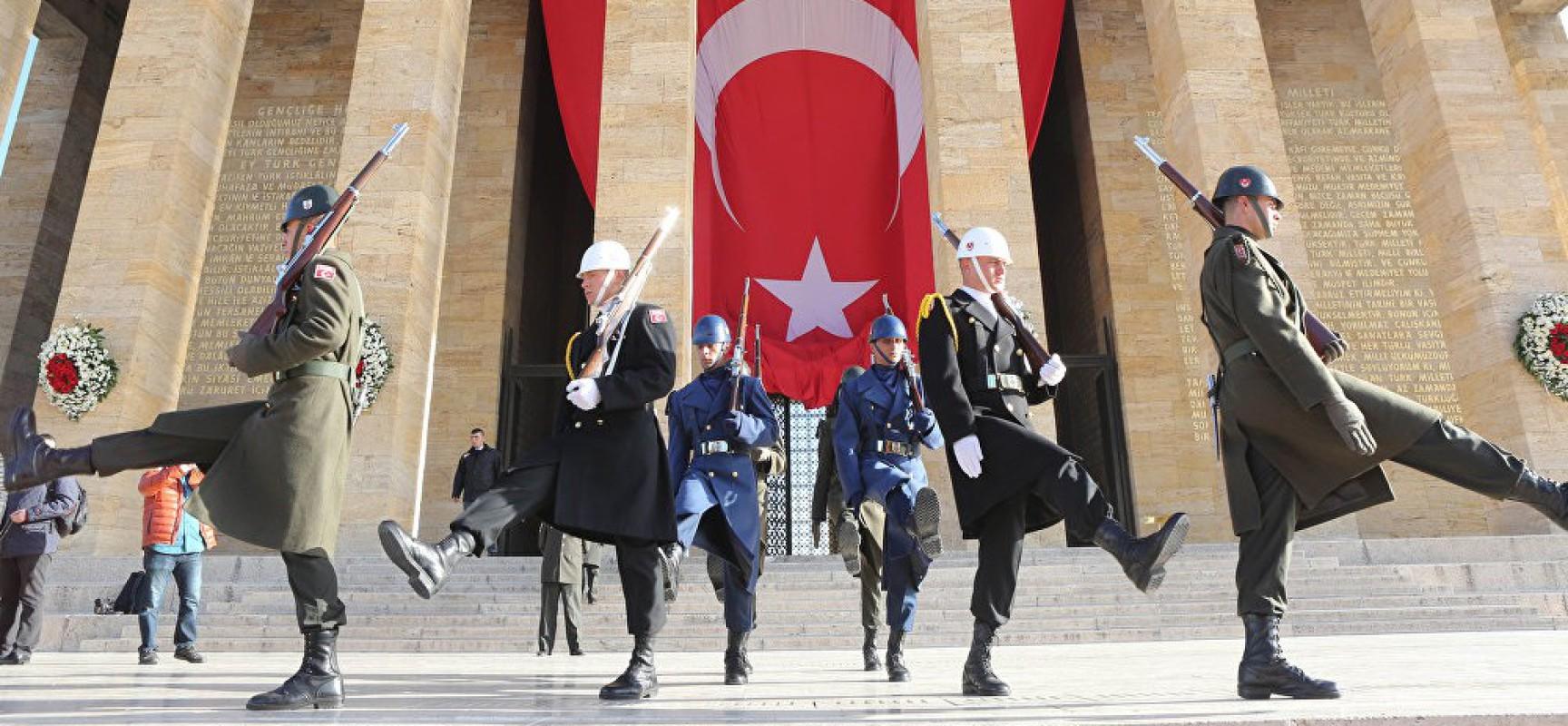 Turquie-OTAN : le départ de la Turquie mènera à l'effondrement complet de l'Alliance