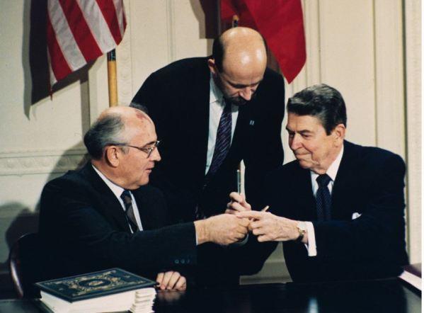 Mikhail Gorbatchev et Ronald Reagan
