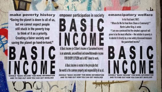 « Mettre fin à la pauvreté », « renforcer la participation à la vie sociale », « une aide sociale émancipatrice » (affiches de promotion du revenu de base, Londres, mars 2013 / photo de R. Shaw Higgs)