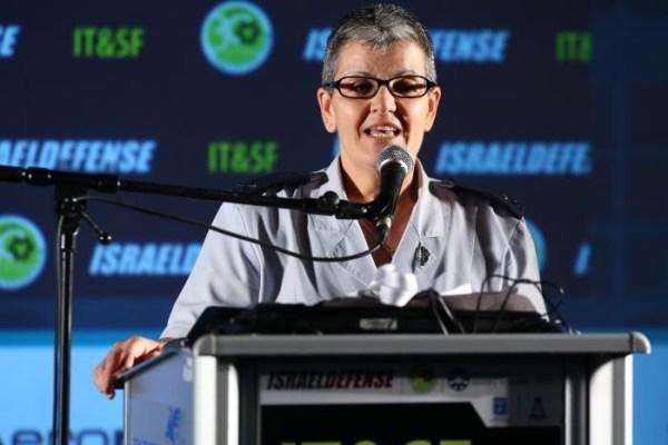 """La générale Sima Vaknin-Gil a déclaré aux développeurs de technologie israéliens d'""""inonder l'Internet"""" de propagande pro-israélienne. En tant que Censeur en chef d'Israël, elle a déclaré : """"Nous censurons l'information qui est critique pour nos ennemis, qui n'ont pas de capacités comme nous, qui n'ont pas de cerveau juif, et donc notre ennemi s'appuie dans une large mesure sur une information ouverte...""""."""
