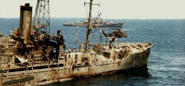 USS Liberty attaqué par les avions de guerre israéliens en 1967, avec 34 Américains morts et 171 membres d'équipage blessés.