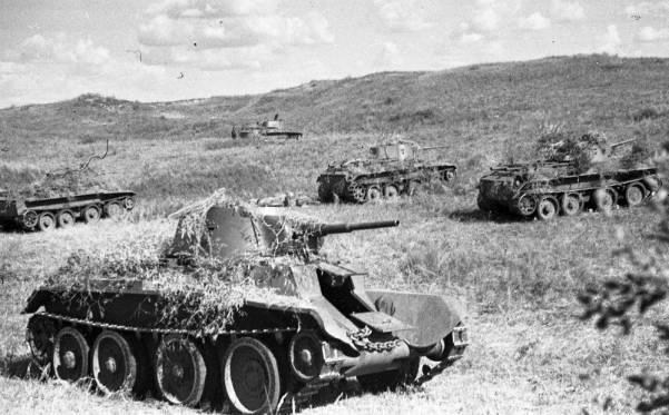 Khalkhin_Gol_Soviet_tanks_1939