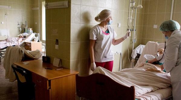 Chambre pour patients atteints de pneumonie, Ukraine, Lviv © Vasily Fedosenko Reuters