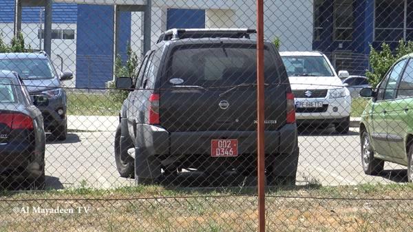 Six véhicules diplomatiques de l'ambassade des États-Unis sont stationnés sur le parking du  Centre Lugar. (©Al Mayadeen TV)