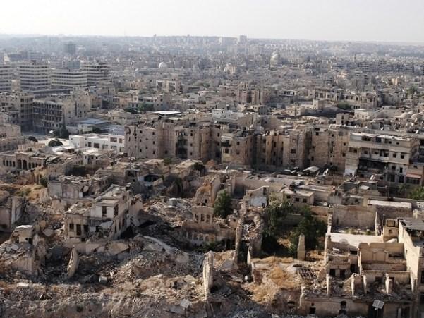 La vue depuis la citadelle montre les parties de la vieille ville qui ont survécu (MEE/Katharine Cooper)
