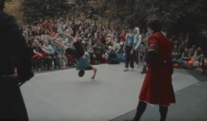 Un «duel» entre des danseurs de break dance et des danseurs de Lezginka – la danse des peuples du Caucase