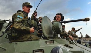Jouravko : «Si Kiev attaque le Donbass, les casques bleus russes pourraient être déployés en Ukraine»