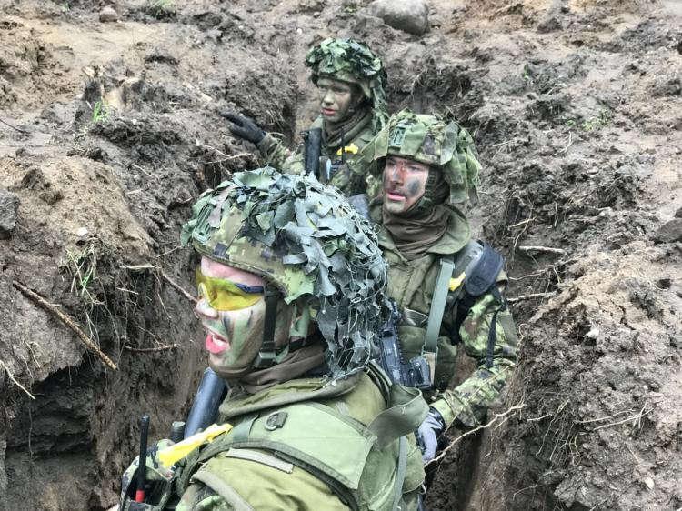 À la frontière russe, Britanniques et Français redécouvrent la guerre des tranchées