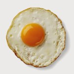 4 Langkah Sukses Membuat Telur Goreng dengan Kuning Telur Meleleh dan Pinggiran Renyah