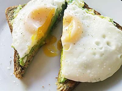 3 Tips Memasak Telur Setengah Matang Lumer dan Lezat