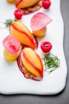 ®Pierre-Monetta-Mangue-en-gravlax,-coeur-parfait-glacé-épicé-à-la-vanille,-framboise,-glace-mangue-curcuma-----Buddha-Bar-Hotel-Paris-S