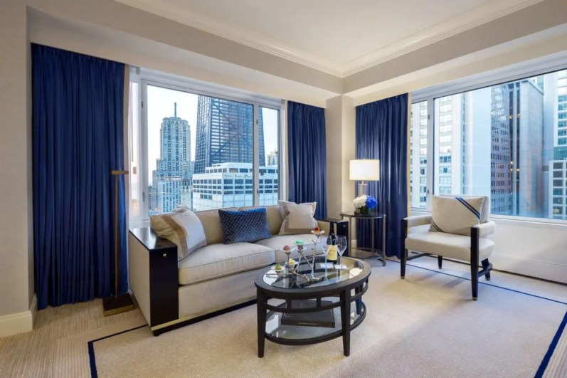 premier-executive-suite-living-room_the-peninsula-chicago