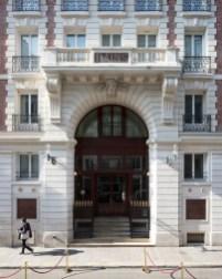 facade-les-bains-hotel-luxe