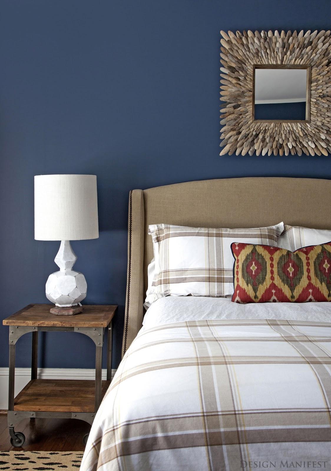 Airiness with posh navy sophistication 6. 15 Beautiful Dark Blue Wall Design Ideas