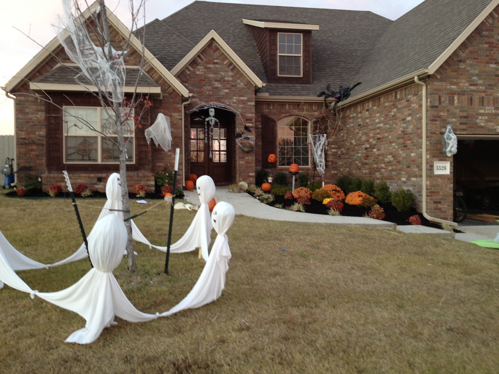 Halloween decorations ideas outside - Exterior Halloween Decorations To Upstate Your Home