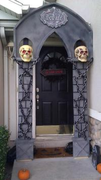 31 Ideas Halloween Decorations Door for Warm Welcome