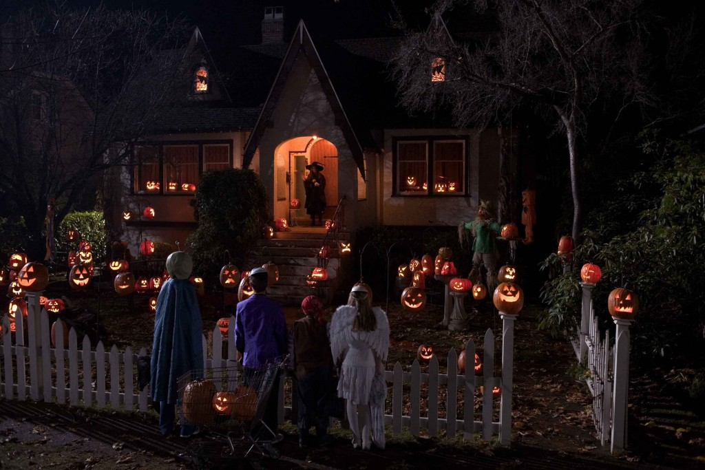 33 best scary halloween decorations ideas pictures - Halloween House Decorating Ideas