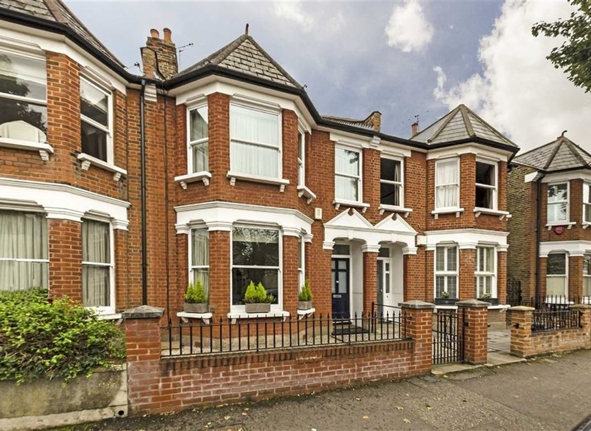 Auctioneers uk property investment fusion investment